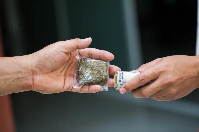 i rischi del mercato nero di marijuana illegale